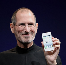 Jobs holding a white iPhone 4 at Worldwide Developers Conference 2010